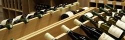 Agencement très largement ouvert à la présentation des vins!